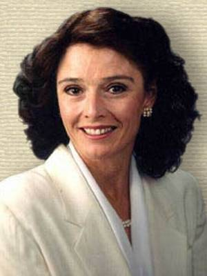 Photo of Linda Bowles, head and shoulders, facing front.