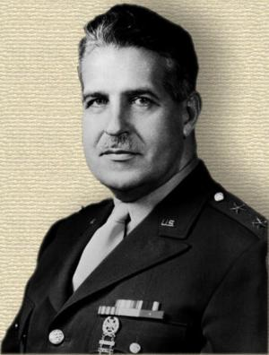 Photo of Leslie Groves, in uniform, head and shoulders